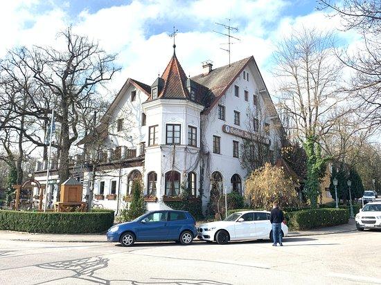 Landgasthof Deutsche Eiche: The Hotel on the corner of street