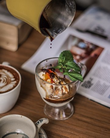 Daily Feed Coffee: Affogato. A luscious dolop of vanilla ice cream over the freshly brewed espresso.