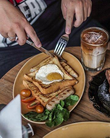 Daily Feed Coffee: Big breakfast.