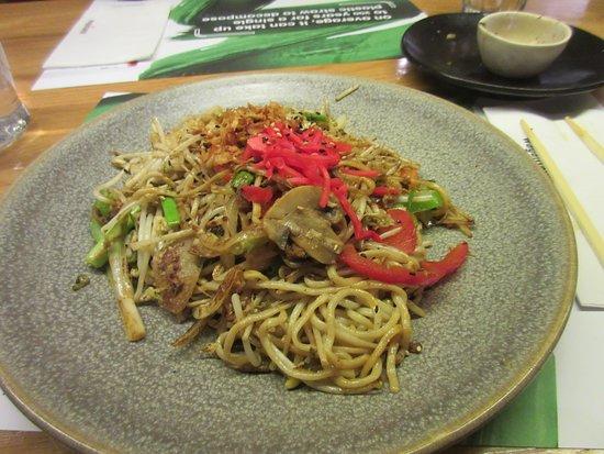 wagamama: Mushroom noodle dish (yasai yaki).