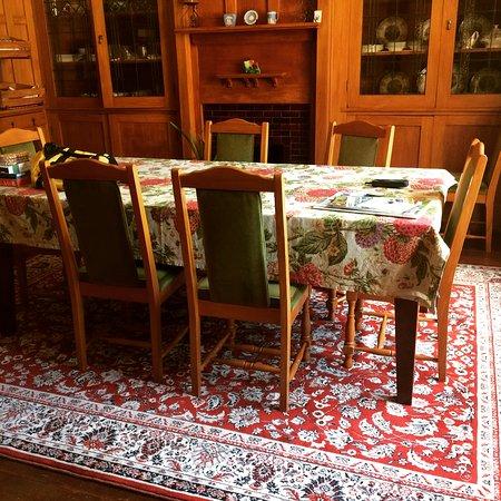 Hikutaia, Nowa Zelandia: Breakfast room with new rug.