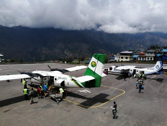 Avionetas en el aeropuerto de lukla