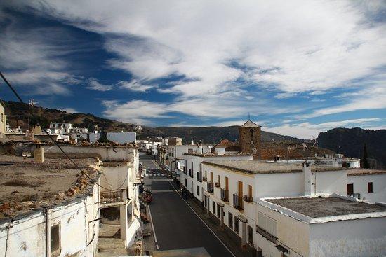 Juviles, إسبانيا: Vista calle principal