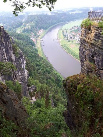 Saxe, Allemagne: The Elbe, flows through the National Park Saxon Switzerland. In a few weeks we will be back.