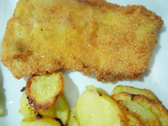 Hotel Mayola: pesce impanato fritto con patate