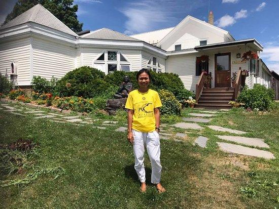 In Front Of The Ashram Main S Reception Picture Of Sivananda Ashram Yoga Ranch Woodbourne Tripadvisor