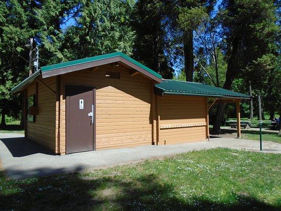 Burnaby, كندا: Washroom building
