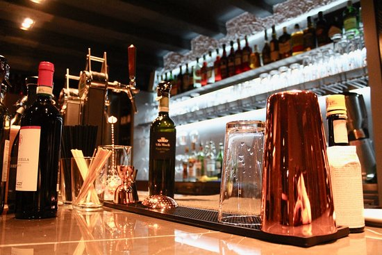 Interno locale, barman for special drinks