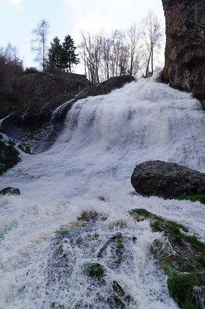 Водопад близ Джермука