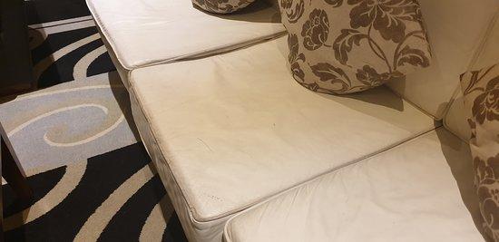 divano del salotto consumato