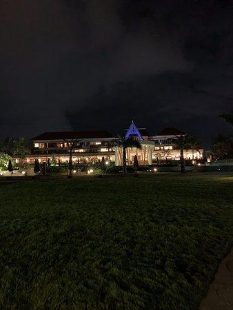 Hotel classique, belle piscine