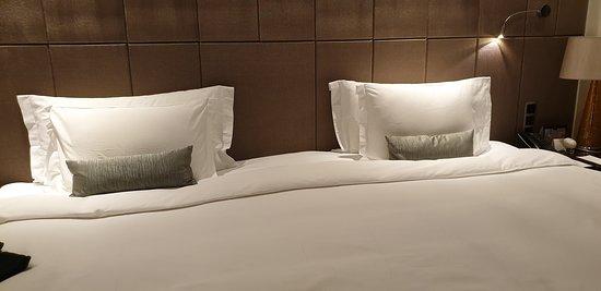 giusto x mostrare la dimensione del letto king size, praticamente due letti da una piazza e mezzo uniti ..