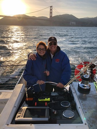 San Francisco Bay Sunset Catamaran Cruise: Who knew the bartender was a professional photographer!