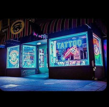 Night time view of Spider Murphys Tattoo located at 1006 Lincoln Ave, San Rafael, CA