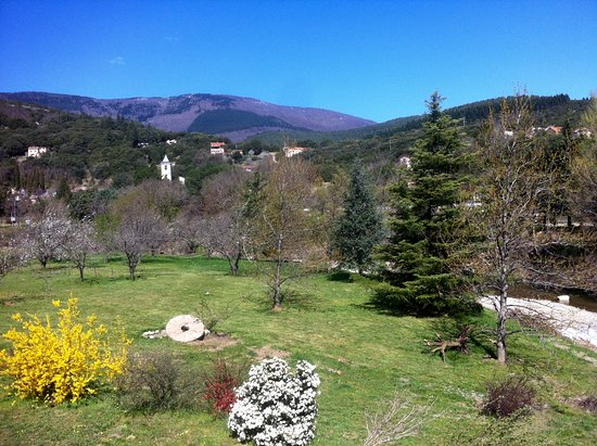 Premian, Francja: View from the Sun room.