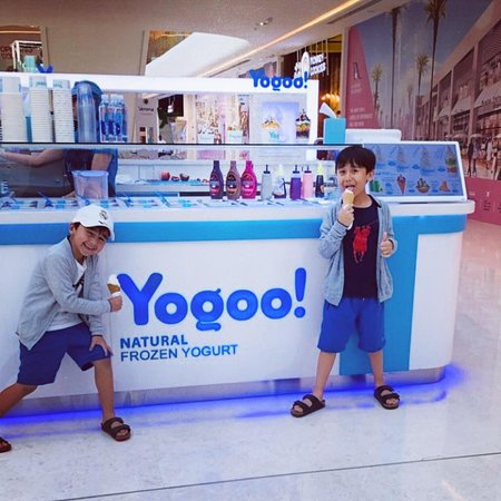 Yogoo! kiosk at Al Araimi Boulevard Shopping Mall, Muscat, Oman