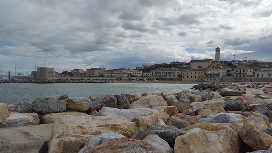 panoramica di San Vincenzo dalla spiaggia