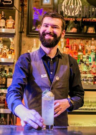 Barman i cocktail