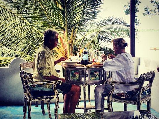 Kijani Rooftop Restaurant & Bar: little Sunday lunch vibe 