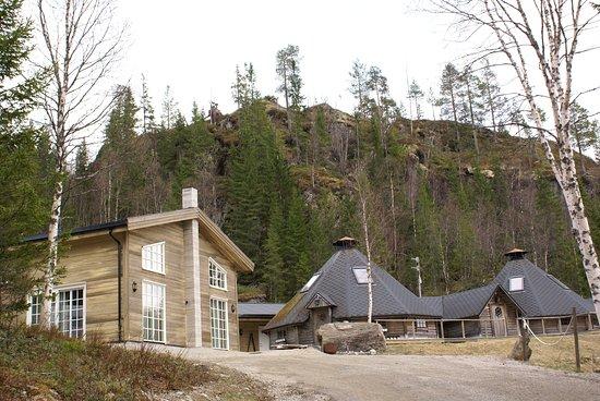 Overhalla Municipality, النرويج: Lodgen vår og lavvoene for større selskap