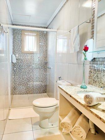 Cabanas Rota do Sol: Banheiro do chalé triplo