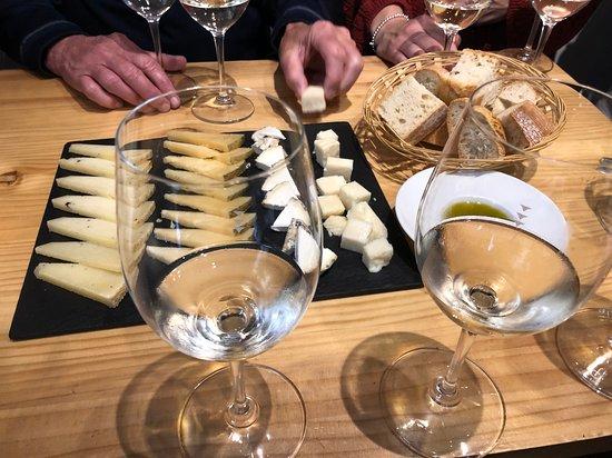 Фотография Authentic Spanish Wine Tasting and Tapas Tour in Madrid