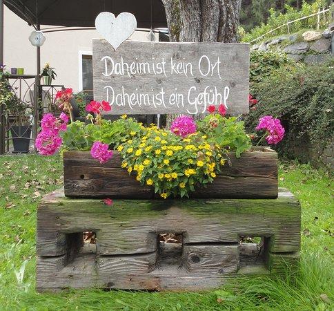 Das ist unser Motto und wir sind bestrebt, dass sich alle unsere Gäste bei uns wie DAHEIM fühlen!