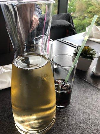 Bouge, Belgia: Picon vin blanc ... pour trois !!!