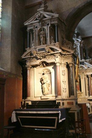 Eglise des Cordeliers: Le retable de Saint-Pierre de Pierre Corbineau date de 1632,