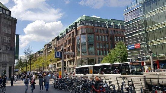 Moenckebergstrasse Shopping