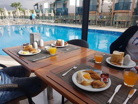 Jasmin Beach Hotel: Ontbijt