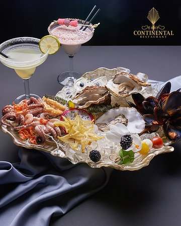In the Continental Restaurant the dishes have a noble taste, and the perfect arrangement, glamour and gold of Great Gatsby will go directly into the plate.