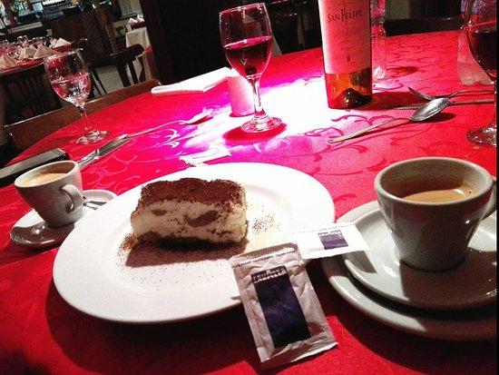 Café Lavazza y Tiramisú.