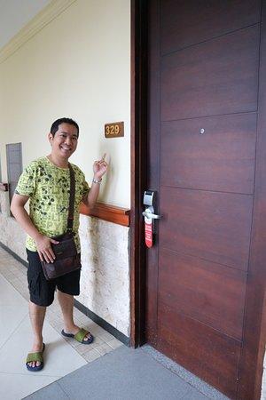 Permata Kuta Hotel by Zeeti International: Foto saya di depan Kamar 329 pada 17 Agustus 2018 yang lalu :)