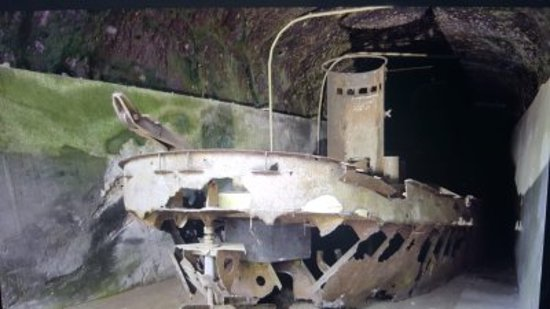 Rabaul, Παπουασία-Νέα Γουινέα: WW2 Japanese Barge Tunnel