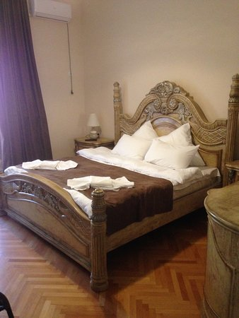 Царская кровать с хорошим бельем и матрасом - спится очень хорошо и спокойно