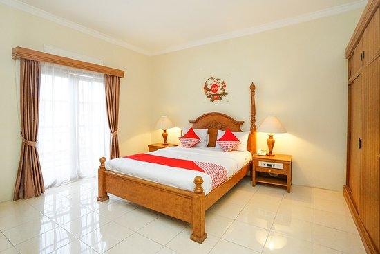 Interior - Picture of OYO 395 Tretes Raya Hotel, Pasuruan - Tripadvisor