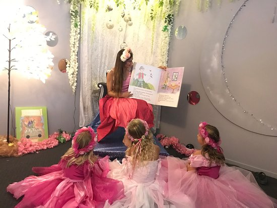 Byron Bay, Australia: Magical story time with a fairy!