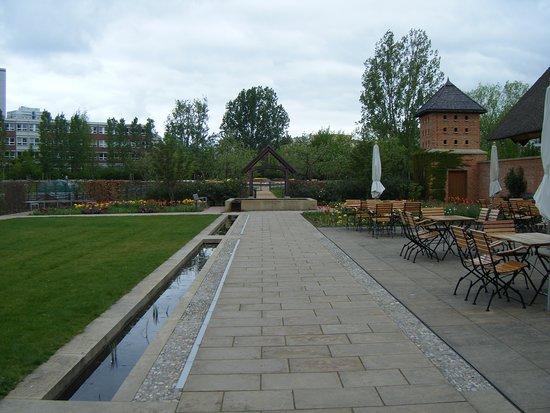 Gärten der Welt: englischer garten mit teehaus