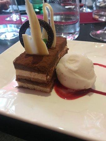 Les Deux Moineaux: chocolate dessert