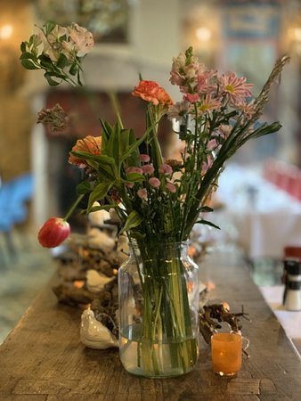 Fresh flowers at Duc du Bourgogne