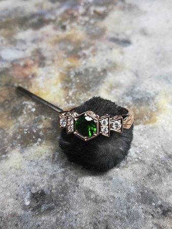 V & T Jewellery: Jewellery Design