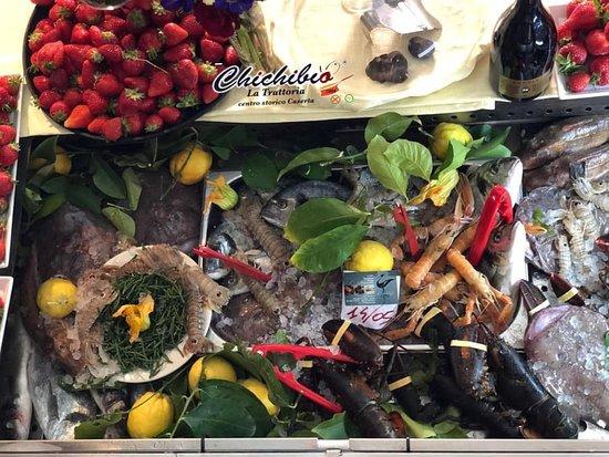 """Il pescato giorno per giorno, tutti i giorni * """"Chichibio""""  La Trattoria del centro storico Piazzetta Sant'Elena Caserta 💟☎️  0823 441784 340 5866467"""