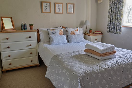 Middlewick Holiday Cottages: Double bedroom of Orchard View