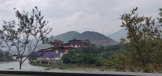 Western Bhutan Tour: Phunaga Dzong