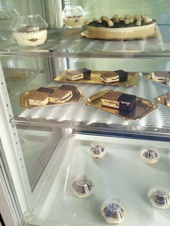 """19 Parts""""Yezda, روسيا: Torte, biscotti!"""