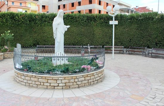 Medjugorje, Bosnie-Herzégovine : Statue Of the Queen of Peace