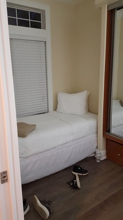 2nd bedroom had two single beds