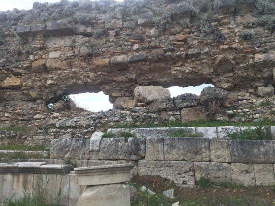 Magnesia Antik Kenti: Duvarlar