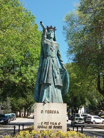Estatua de Dona Teresa